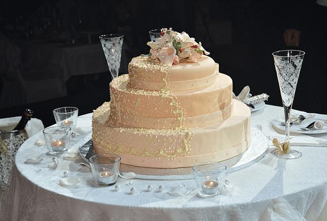 ウエディングケーキ入刀には結婚行進曲!